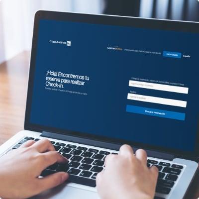 Um computador com um vislumbre do novo Web Check-In